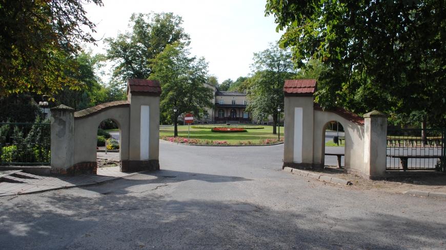 Dlaczego gmina powinna odzyskać zespół parkowo-dworski w Nekli?